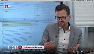 Bildausschnitt aus der Sendung nano mit Prof. J. Konert vor einem Bildschirm, welcher den Auszug einer Beitrags-Bewertung mittels URKUND enthält