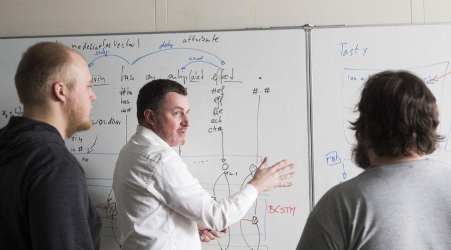 Prof. Dr. habil. Alexander Löser at the whiteboard