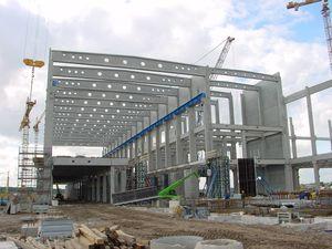 Stahlbeton-Fertigteilbau Hallenkonstruktion