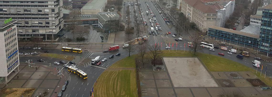 Flächenverbrauch für den Kfz-Verkehr (Ernst-Reuter-Platz, Berlin), eigenes Foto